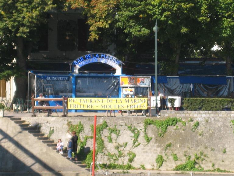"""La guinguette-restaurant """"Bar de la Marine - chez Fifi"""" à Neuilly Sur Marne"""