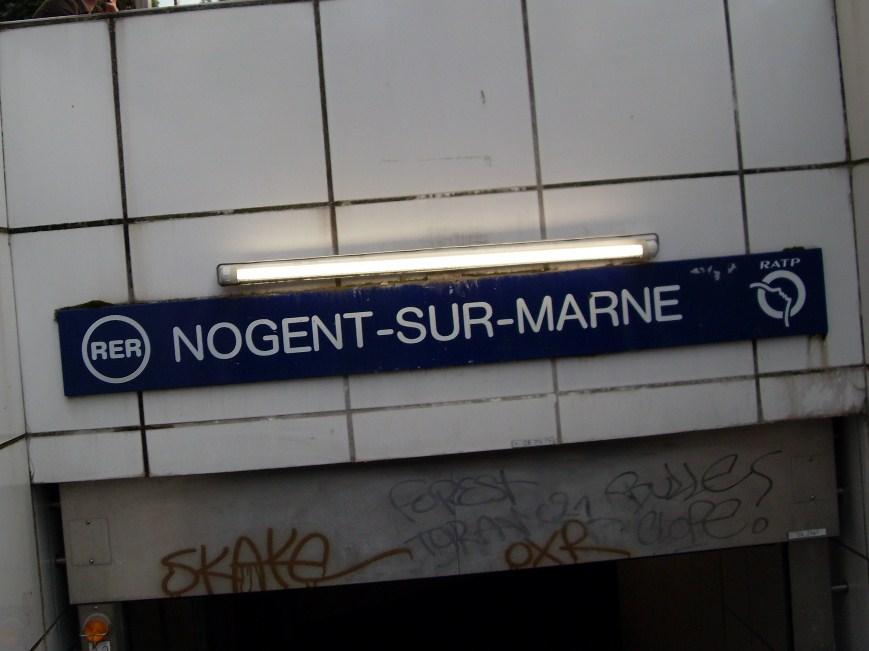 L'entrée du RER A à Nogent