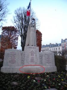 Le monument aux morts de Nogent sur Marne dégradé